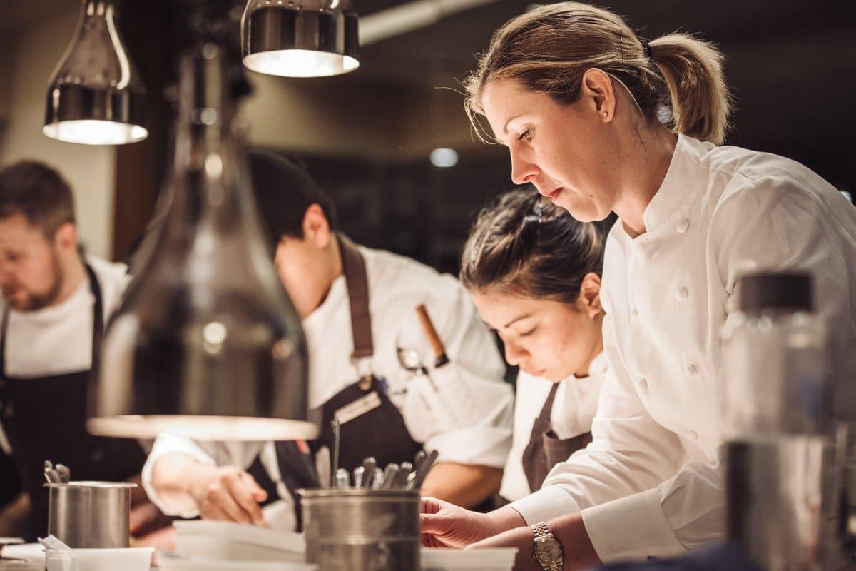 """Egy unalmas, tradicionális séf vagyok"" – Clare Smyth 2018 legjobb női séfje! - Dining Guide"