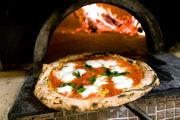 A pizzaevésnek vannak aranyszabályai? Hogyne! Gianni mesél