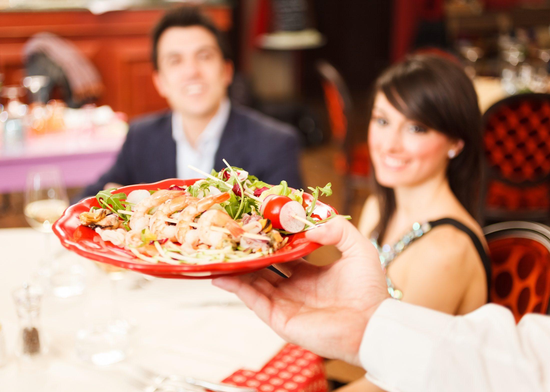 A genderkérdés elérte az éttermeket is: Hölgyek helyett székszámok szerinti elsőbbség - Dining Guide