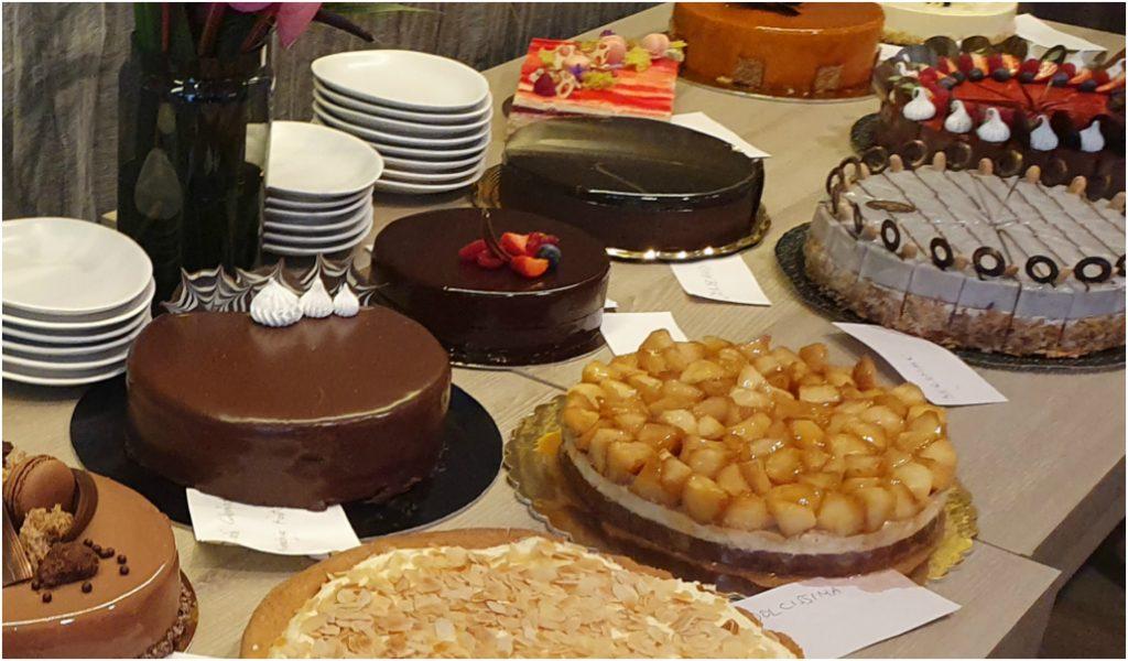 """Tortakörkép: """"Csúcscukrászdában és kis balatoni műhelyben is emlékezetes tortát készíteni"""" - Dining Guide"""