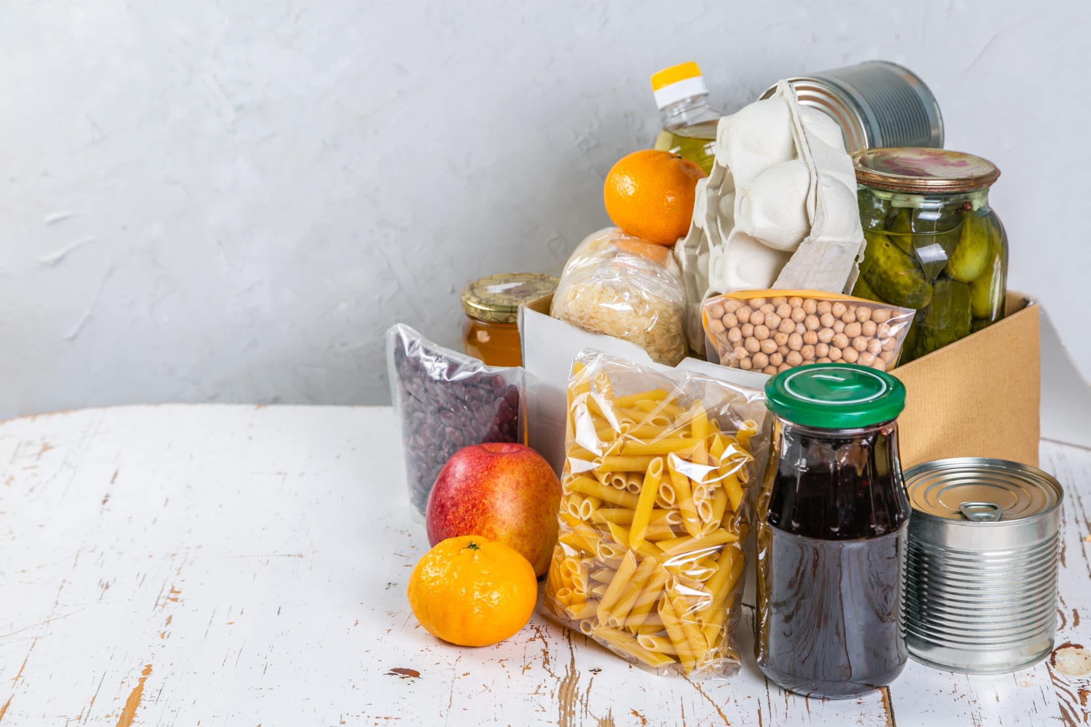 Netán Ön is felhalmozott otthon élelmiszereket? Most rászorulókon segíthet velük!