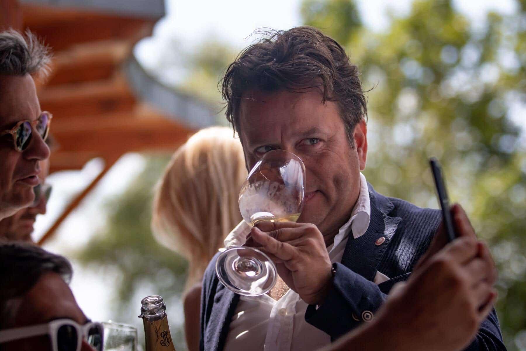 """""""A túlértékelt magyar borok el fognak tűnni a borlapokról"""" – Fiáth Attila borakadémikussal beszélgettünk"""